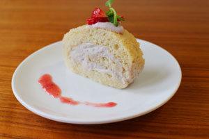 strawberyrollcake